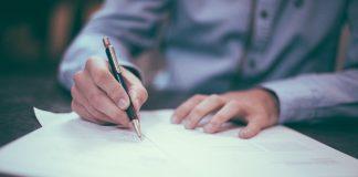 חתימה על חוזה לפני שיפוץ דירה