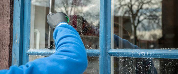 ניקוי חלונות - טיפים לניקוי חלונות כפולים
