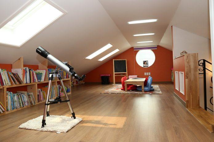 כיצד להמיר עליית גג לחדר מגורים