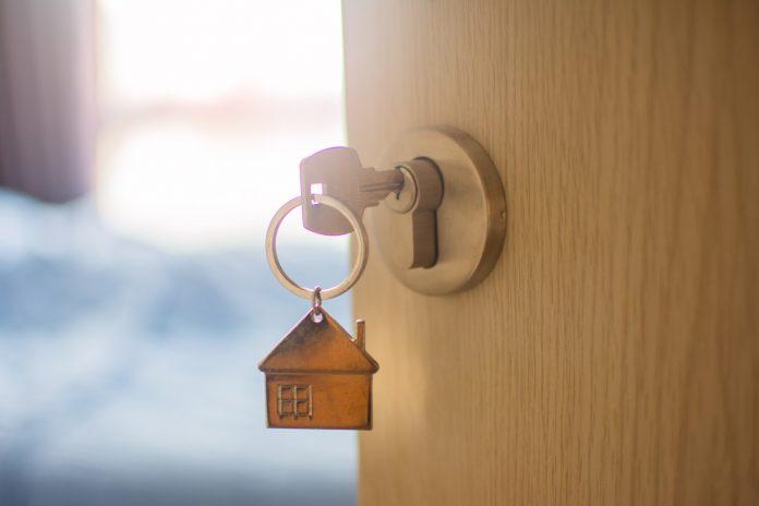 לפתוח את הדלת בהצלחה